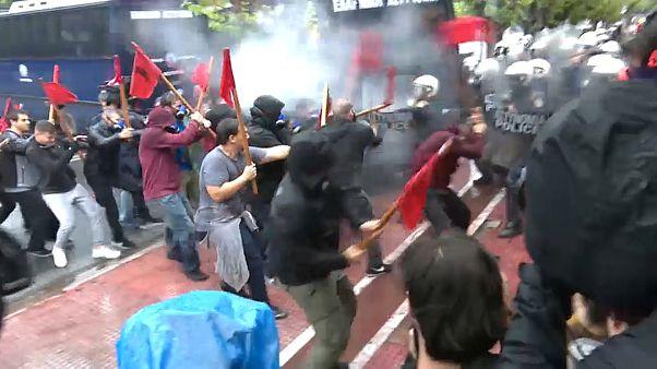 Красный флаг - оружие студентов