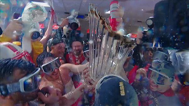 """Шампанское в раздевалке """"Вашингтон Нэшионалс"""""""