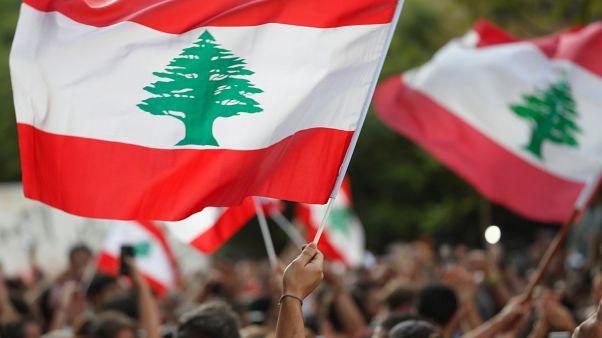 لبنانيون خلال مظاهرة احتجاجية في بيروت