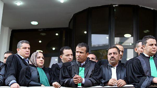 قضاة وأعضاء النيابة العامة خلال احتجاج في الجزائر العاصمة- أرشيف رويترز