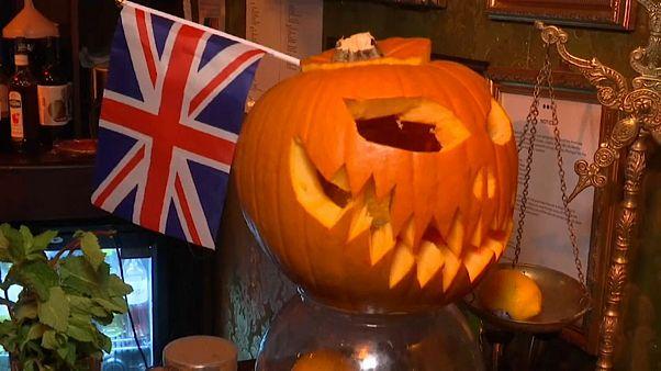 Halloween mascara-se de Brexit