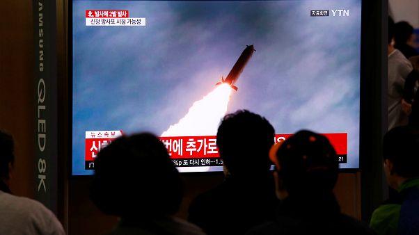 """كوريا الشمالية تختبر قاذفة صواريخ متعددة ضخمة """"سوبر لارج"""""""