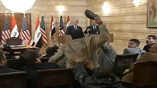 Iraq: lanciò le sue scarpe contro Bush, oggi sostiene le proteste contro il governo