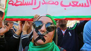 Algeria: la protesta contro il 'sistema' non si placa