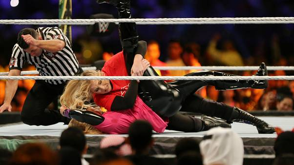 Suudi Arabistan'da ilk kadın Amerikan güreşi müsabakası düzenlendi