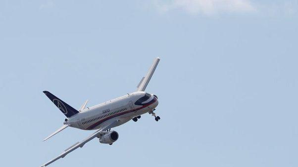 SSJ-100 совершил посадку в Тюмени с одним работающим двигателем