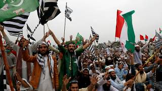 Pakistan opposition sets ultimatum for government to step down
