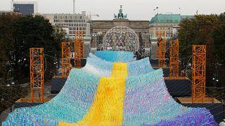 Zehntausende kleine Botschaften vor dem Brandenburger Tor