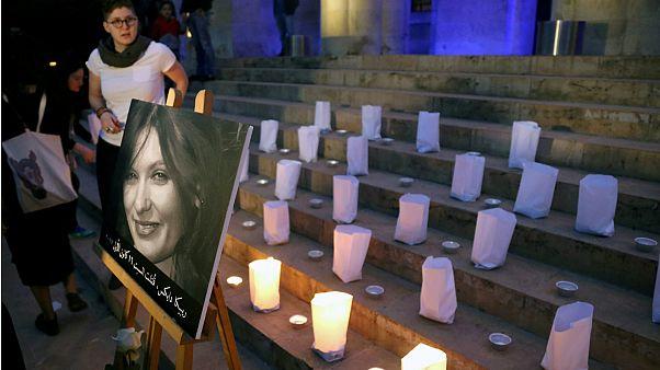 اعتصام على ضوء الشموع نظمه نشطاء في بيروت- أرشيف رويترز