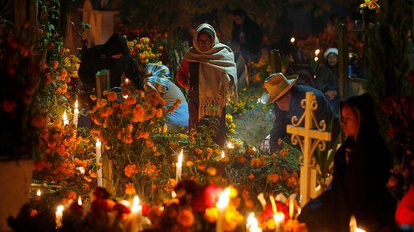 Los mexicanos celebran el Día de los Muertos