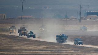 شاهد: سكان محليون يرحبون بالدوريات الروسية - التركية المشتركة في شمال سوريا
