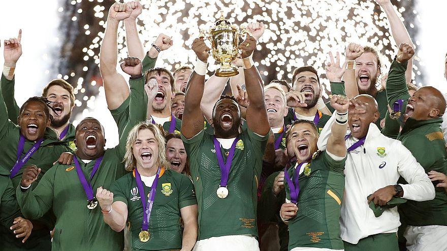 África do Sul ganha a Taça do Mundo de râguebi, no estádio de Yokohama, no Japão