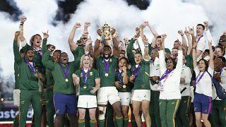 جنوب أفريقيا تهزم إنجلترا وتفوز بكأس العالم للرغبي للمرة الثالثة
