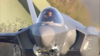 شاهد: خطأ ساذج يُفسد احتفال هولندا بتسلمها طائرة مقاتلة من طراز F35