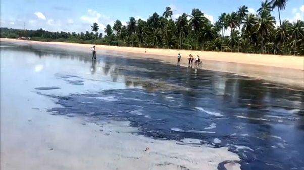 """Brasile: la colpa della marea nera è della petroliera """"Bouboulina"""", ma l'armatore nega"""