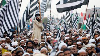Pakistan'da hükümete istifa için iki gün süre veren muhalefet seçenekleri tartıştı