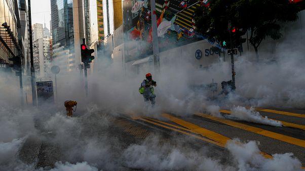 درگیری معترضان و پلیس ضد شورش هنگ کنگ در بیست و دومین هفته اعتراضها