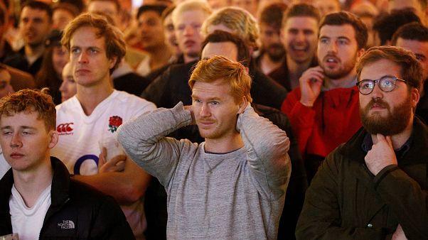 شاهد: حزن وخيبة أمل في إنجلترا بعد هزيمة منتخب الرغبي أمام جنوب إفريقيا