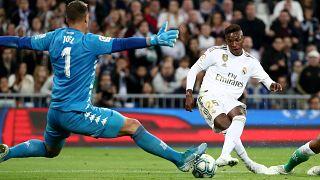 حكم الفيديو يحرم ريال مدريد من تصدر الدوري الإسباني