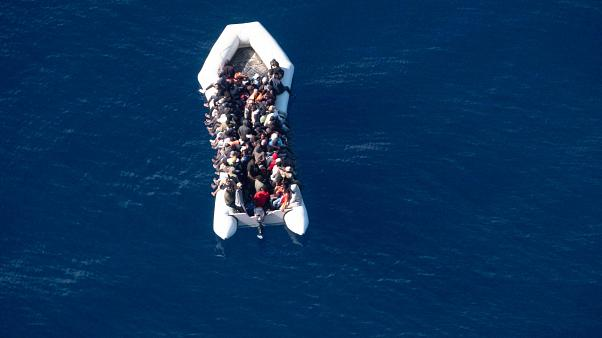 239 migrantes desembracaram em Itália domingo de manhã