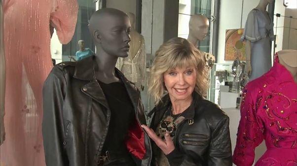 "Olivia Newton-John (71) bekommt 363.000 Euro für ""Grease""-Outfit"