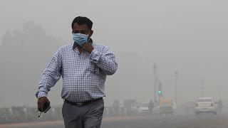 Alig látni a szmogtól Delhiben