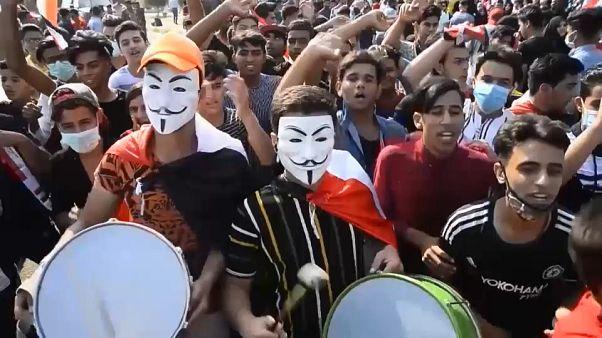 الطلبة ينظمون إلى الإحتجاجات المطالبة بإسقاط النظام في العراق