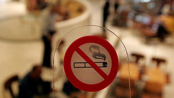Έφοδοι σε μαγαζιά για την εφαρμογή του αντικαπνιστικού