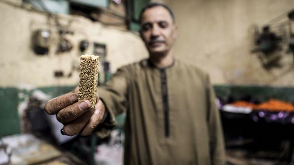 صانعو حلوى المولد النبوي يرسمون الفرح على وجوه المصريين