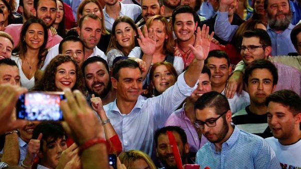 Pedro Sanchez durante un comizio elettorale a Siviglia
