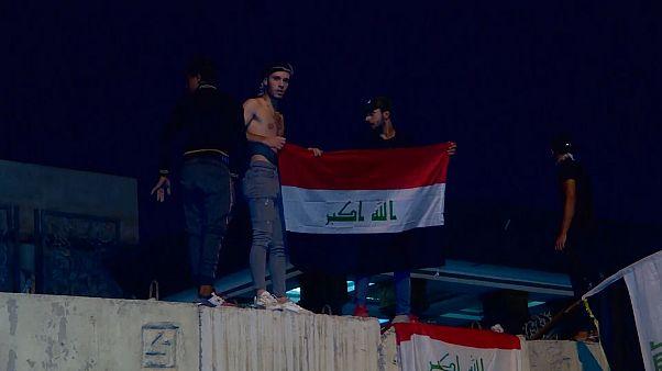 Iraklı göstericiler İran konsolosluğuna saldırdı