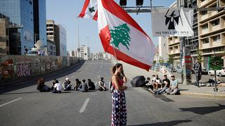 متظاهرون لبنانيون يغلقون الطرق في بيروت غداة تظاهرات حاشدة