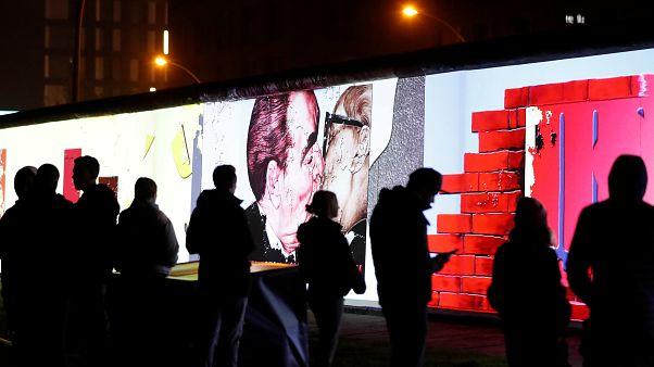 Békés forradalom: a berlini fal leomlása