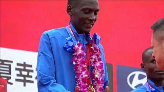 Victoria y récord del keniano Kisorio en el maratón de Pekín