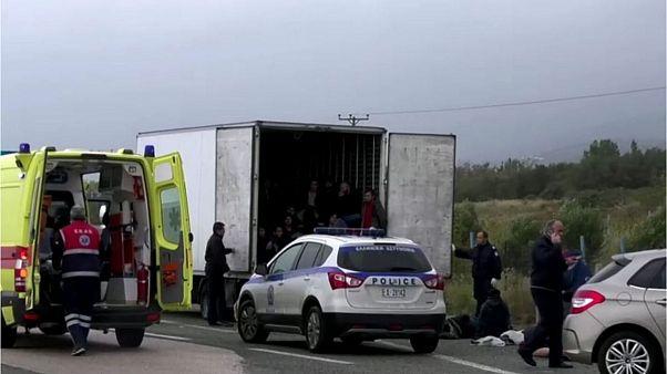 ۴۱ پناهجوی عمدتا افغان زنده در یک کامیون یخچالدار در یونان پیدا شدند