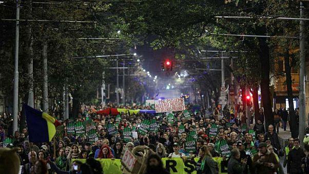 آلاف الرومانيين يتظاهرون في بوخارست تنديداً بالسياسات البيئية
