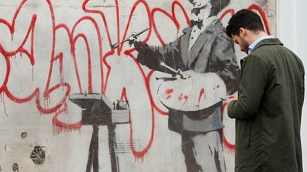 جدارية بانكسي في قلب نوتينغ هيل في لندن- أرشيف رويترز