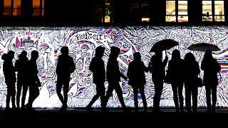 Il muro si riaccende a Berlino