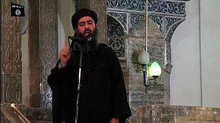 Una celebre immagine del Califfo al-Baghdadi (2014).