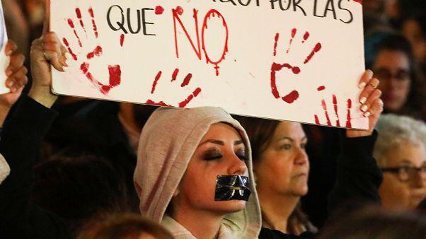 'Taciz değil tecavüz': İspanyol kadınlar mahkemenin taciz kararını protesto etti