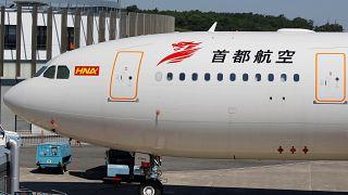 Uçuş sırasında kokpite yolcu kabul eden pilot meslekten men edildi