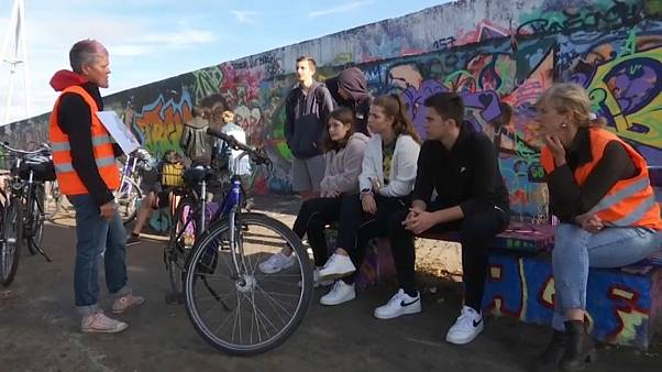 Watch: German pupils discover Berlin Wall by bike