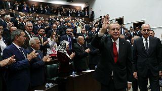 ترکیه دو روزنامهنگار منتقد اردوغان را محکوم و سپس بطور مشروط آزاد کرد