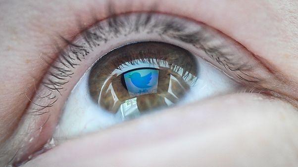 تقرير:  الحكومات تستخدم مواقع التواصل للتلاعب بآراء الناخبين والتجسس عليهم