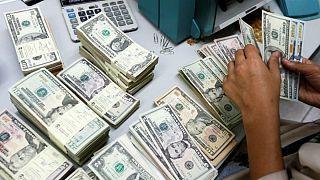 شکاف ۲۰۰ تومانی میان بازار رسمی و آزاد؛ دلار به اوج ۱۹ روز گذشته رسید