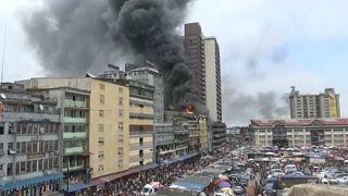 Nigeria: ecco le immagini dell'inferno di fuoco al centro commerciale di Lagos