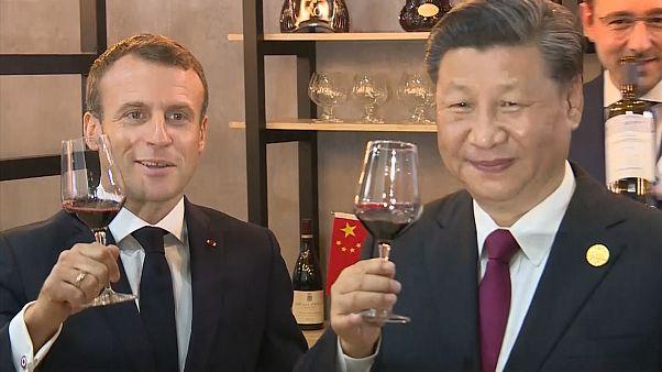 شاهد: ماكرون وشي جين بينغ يتذوقان النبيذ الفرنسي في معرض شنغهاي التجاري