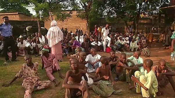 فيديو: الشرطة النيجيرية تحرر 259 شخصاً من مركز إسلامي