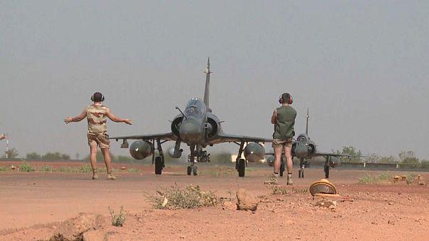 Nach Terror: Frankreich bekräftigt Militärpräsenz im Sahel