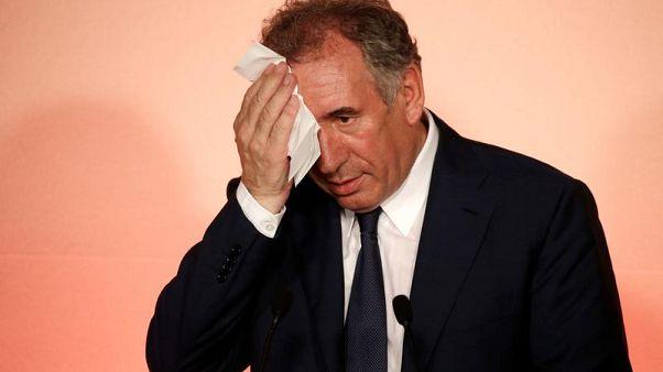 Emplois fictifs présumés, la mise en examen guette Bayrou, Sarnez et Goulard